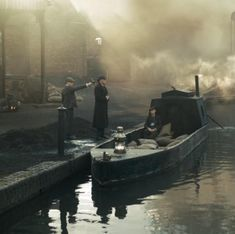 Cillian Murphy as Thomas Shelby Peaky Blinders - You're a big fan if you know this scene 💜 Peaky Blinders Series, Six Of Crows, Narrowboat, Video Film, Cillian Murphy, Family Business, Dapper, Boats, British