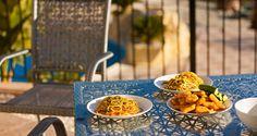 Simbolo della cucina italiana, gli spaghetti sono da sempre la base di ricette succulente: pratici con sugo e basilico o sofisticati se cucinati dai grandi chef.