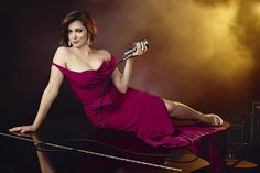 Crazy Ex-Girlfriend's Rachel Bloom has been cast as a pretentious stage actor in an upcoming episode of iZombie, both shows being on the CW. Best Shows On Netflix, Best Tv Shows, Crazy Ex Gf, O Novato, Hard Working Women, Working Woman, Crazy Ex Girlfriends, Talk About Love, Bloom