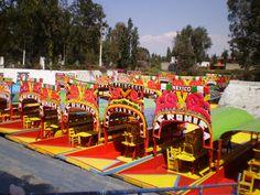 Xochimilco (Ciudad de Mexico, mexico): ubicado al sur de Coyoacan (a 30 min del centro historico) tarifa unica aprox de embarcadero es de 350 pesos/hr