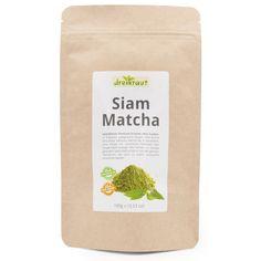 Siam Matcha - Dieser exklusive, vielseitige Matcha-Tee stammt aus den unwegsamen Bergen Nord-Thailands, wo er in kontrolliertem Anbau ohne Einsatz von Gentechnik, chemischen Pestiziden oder Düngemitteln in Handarbeit erzeugt wird. Grundlage sind jene Teepflanzen, die auch zu unserem edlen dreikraut-Oolong verarbeitet werden. Das erklärt auch den reichen, nussigen Geschmack dieses Matcha-Tees. #oolong #oolongtee #siammatcha Oolong Tee, Matcha Tee, Siam, Thailand, Kraut, Bergen, Coffee, Tees, Handarbeit