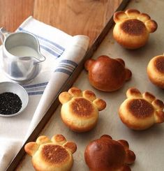 Good Sunday to all of you dear. today we are 27 thousand 🙌🏻😍 Do you like these brioches🥐 in the shape of a bear's paw? How about preparing… Cute Food, Good Food, Yummy Food, Baby Food Recipes, Dessert Recipes, Cooking Recipes, Cute Baking, Bread Shaping, Cute Desserts