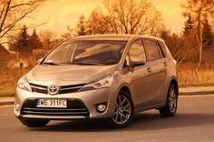 Nowy kompakt Toyoty – Auris – wprowadził dość radykalny design. Styliści, zapewne dumni ze swego dzieła, nie spoczęli po tym projekcie na laurach, lecz zajęli się także Verso. http://www.auto-swiat.pl/1-nowa-toyota-verso-idzie-slady-aurisa