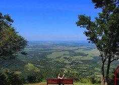 Cerro Akatí 🌳🌻🎋 Fotografía: [@]solflorentin 📸 #ciudadespy #turismopy #turismoparaguay #travel #paraguay #visitparaguay 🔴⚪🔵