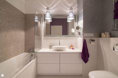 glamour z różowym akcentem Bathroom Lighting, Bathtub, Vanity, Glamour, Mirror, Interior Design, Furniture, Bathrooms, Home Decor