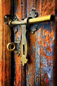 ♅ Detailed Doors to Drool Over ♅ art photographs of door knockers, hardware & portals - old and rusty. Les Doors, Windows And Doors, Door Knobs And Knockers, Door Detail, Unique Doors, Color Pallets, Doorway, Paint Colors, Entrance