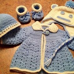 Crochet Baby Girl [Free Pattern] Adorable Crochet Baby Outfit: Sweater-Cap-Booties Pattern - This White Shell Crochet Baby Outfit - Sweater-Cap-Booties Pattern is adorable! Crochet Baby Blanket Beginner, Baby Girl Crochet, Newborn Crochet, Crochet For Kids, Free Crochet, Crochet Baby Sweaters, Crochet Baby Clothes, Baby Knitting, Crochet Baby Outfits