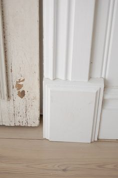 transition block for corner where moldings don't match Country House Interior, Interior Design Living Room, Interior Trim, Interior And Exterior, Sweden House, Red Cottage, Diy Molding, Home Decor Inspiration, Home Projects