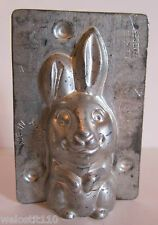 Vintage Metal Kaiser Chocolate Rabbit Bunny Mold Made in W. There are four clips to make the mold secure. Chocolate Candy Cake, Chocolate Crafts, Chocolate Molds, Hard Candy Molds, Chocolate Rabbit, Chocolate Covered Cherries, Vintage Television, Mold Making, Bunny Rabbit