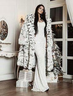 Long Fur Coat, Fur Coats, Fur Coat Fashion, Grunge, Fur Clothing, Guy, Fetish Fashion, White Fur, Chic Outfits