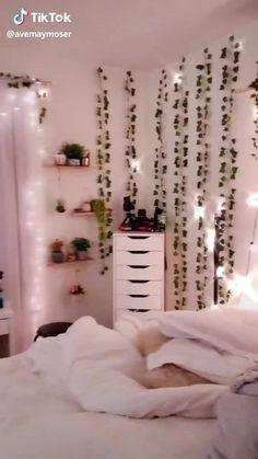 Indie Room Decor, Cute Bedroom Decor, Bedroom Decor For Teen Girls, Room Design Bedroom, Teen Room Decor, Room Ideas Bedroom, Bedroom Inspo, Diy Room Ideas, Rich Girl Bedroom