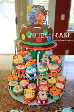 Jungle themed cake and cupcakes! Need this for Brenyn's First Birthday