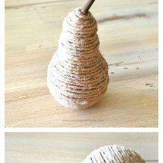 omwikkel een oude lamp met draad of touw en je hebt een leuke deco-peer