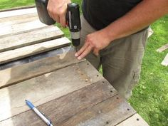 Awesome Rustic Cooler From Broken Refrigerator and Pallets: 11 Steps (with Pictures) Wood Cooler, Diy Cooler, Wood Shop Projects, Diy Projects, Pallet Projects, Project Ideas, Homemade Cooler, Outdoor Cooler, Patio Cooler