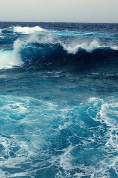 Le bleu de la mer infinie... Le chant des vagues... Les trésors de mer après la tempête