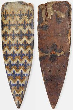 Scudo Battaglia,, 11 ° al 14 ° secolo, scudo europeo battaglia a forma di mandorla, con linea dorsale curvo, molto pesantemente erose e tarlato, legno rafforzato e conservato chimicamente. L 125 cm L 40 cm.