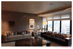 ... 連雲接雲樓某一層樓的樣品屋,室內由關傳雍設計 Conference Room, Ceiling, Couch, Interior Design, The Originals, Space, Table, Furniture, Home Decor