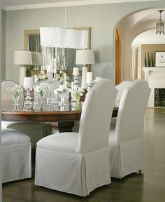 Such a clean and pristine home. Neutral decor, elegant simplicity... lovely.