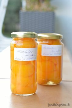 Pickled apricots without sugar (just a pinch of salt)