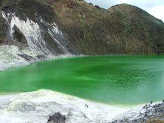 Laguna Verde del Volcán Azufral ubicada en Pasto, Nariño