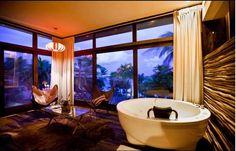 Så ekstragavant med florlette gsrdiner over store vindusflater pp badet