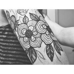 #littlelinda #floraltattoo #halfsleeve floral tattoo half sleeve