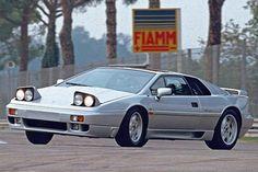 Lotus Esprit Turbo, più veloce di una Porsche  Auto Story  Disegnata da Giugiaro, al cinema con Bond e Pretty Woman  http://www.auto.it/2013/12/19/lotus-esprit-turbo-se-2-2-era-piu-veloce-di-una-porsche/17516/