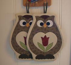 Owl pot holders by Laila's lapper, via Flickr