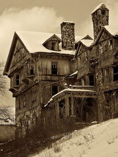 Hotel for Ghosts | I doubt when the owner built this place a… | Flickr