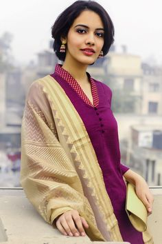 Latest Indian Punjabi Dress Neck Designs 2017 so girls if you are from the Punjab or wanted to wear any Punjabi Dress then go for these Latest Neck Designs which are in the fashion trends these days. Churidar Neck Designs, Kurta Neck Design, Salwar Designs, Kurta Designs Women, Neck Designs For Suits, Dress Neck Designs, Blouse Designs, Kurta Patterns, Dress Patterns