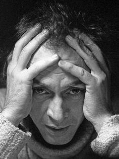 John Haynes' photograph of the week R.D. Laing « Jane Haynes' Blog – Mark Vonnegut: »Damals hätte ich die radikalen Ansichten R. D. Laings unterstützt, dass Geisteskrankheit eine gesunde Reaktion auf eine kranke Gesellschaft darstellt.« http://www.berlinverlag.de/buecher/eden-express-isbn-978-3-8270-1133-6