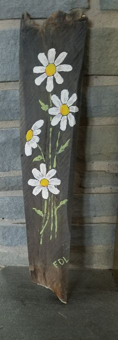 Flowers on reclaimed wood Love Wood Sign, Wooden Welcome Signs, Wood Pallet Signs, Diy Wood Signs, Pallet Art, Pallet Painting, Painting On Wood, Window Shutter Crafts, Pallette