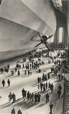 Graf Zeppelin boarding passengers (Deutsches Luftschiff Zeppelin #127; Registration: D-LZ 127), operated commercially from 1928 to 1937.