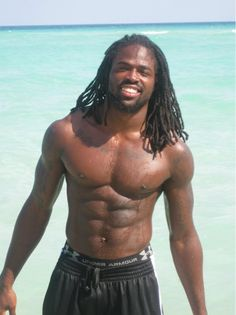 First off… Why can't black men just wear some damn swim trunks? Whats with the basketball draws layers…. Imma need them coconut oils, my sista wrap skirt and a Pina Colada for this one. Gorgeous Black Men, Handsome Black Men, Beautiful Men, Beautiful People, Dreadlocks Men, Black Muscle Men, Kardashian, All American Boy, Smiling Man