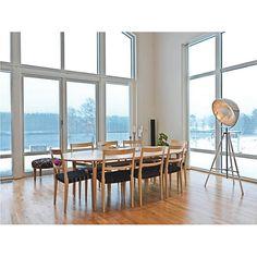 Stehleuchte von AMBIA: Modernes Design trifft auf höchste Funktionalität!