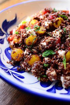 Quinoa mit Tomaten, Basilikum und Mozzarella