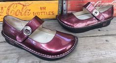 ALEGRIA PG LITE Cranberry Patent Leather Mary Jane Loafers Clogs Women's Size 36 #Alegria #MaryJanes #Casual