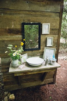 Wash basin just outside the outhouse. I have been looking for ways to add elegance to the backhouse here at my B&B. - Georgia Farm Wedding by Mark Elkins - Southern Weddings Magazine Outdoor Sinks, Outdoor Baths, Outdoor Bathrooms, Outhouse Bathroom Decor, Bathroom Rack, Bathroom Small, Hand Washing Station, Camp Wedding, Wedding Pins