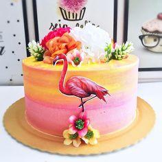 Amo essas tortas tropicais #nicoledoceriagourmet #chantininho #joaopessoa #cake #flamingo #tropical @karivicente Hawaiian Birthday Cakes, Hawaii Birthday Party, Birthday Snacks, Luau Party, 21st Birthday, Birthday Parties, Flamingo Cake, Flamingo Birthday, Flamingo Party