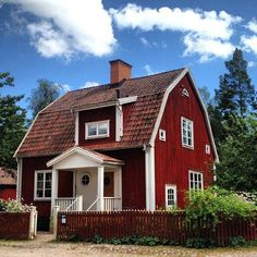 Typical Swedish house - this is something I'd like to have as my summer home Swedish Cottage, Red Cottage, Swedish House, Cottage Homes, Cottage Style, Red Houses, Little Houses, Barn Houses, Wooden Houses