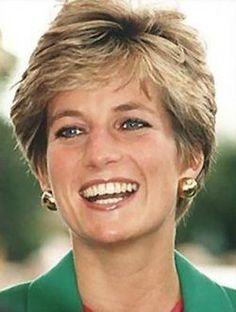 photos of princess diana Princess Diana Hair, Princess Diana Fashion, Princess Diana Pictures, Princess Diana Family, Princess Kate, Princesa Diana, Diana Haircut, Short Hair Cuts, Short Hair Styles