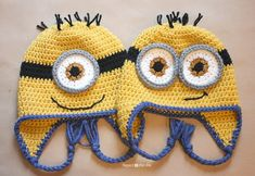 Repeat Crafter Me: Crochet Minion Hat Pattern. A fun project after teaching my daughter how to crochet. Minion Crochet, Crochet Kids Hats, Crochet Beanie, Crochet Crafts, Yarn Crafts, Free Crochet, Ravelry Crochet, Irish Crochet, Crochet Top