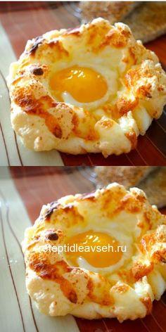 Если традиционный омлет или яичница на завтрак тебе давно наскучили, то самое время порадовать себя и своих близких очередной кулинарной находкой. С этим блюдом утренняя трапеза будет не только сытной и вкусной, но также очень изысканной. Яйца «Орсини» — излюбленное блюдо знаменитого художника Клода Моне, и это неудивительно. Яйца получаются неимоверно воздушными и легкими, словно нежное суфле. Мы предлагаем и тебе приобщиться к прекрасному, приготовив самый необычный завтрак в своей жизни.