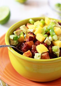 Slow Cooker Black Bean & Mango Caribbean Chili recipe - A savory and sweet taste of the tropics, this vegan chili will shake up your Crock Pot chili rotation. Crock Pot Recipes, Chili Recipes, Slow Cooker Recipes, Vegetarian Recipes, Cooking Recipes, Healthy Recipes, Cooking Ideas, Vegan Vegetarian, Gastronomia