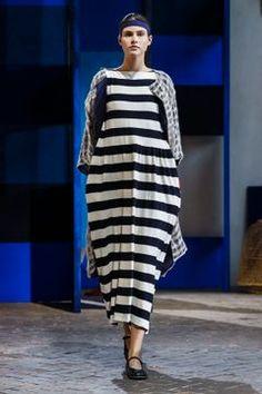 Daniela Gregis Ready To Wear Spring Summer 2018 Milan - NOWFASHION Runway Fashion, Fashion News, Fashion Show, Womens Fashion, Button Dress, Spring Summer 2018, Donna Karan, Couture, Live Fashion