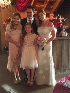 Deacon, Rayna, Maddie, and Daphne Nashville una de mis series favoritas Nashville Series, Nashville Tv Show, Nashville Seasons, Fantastic Show, Great Tv Shows, Famous Wedding Dresses, Wedding Outfits, The Lennon Sisters, Lennon Stella