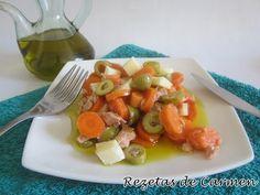 Ensalada de zanahorias, atún, y queso. http://www.rezetasdecarmen.com/2014/08/ensalada-de-zanahorias-atun-y-queso.html