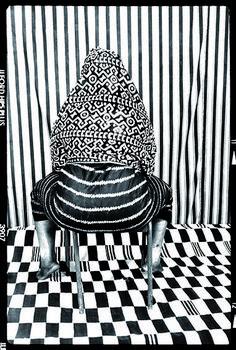 De l'exposition Seydou Keïta au Grand Palais l Seydou Keita, Black N White Images, Black And White, Collages, African Life, Contemporary African Art, Monochrom, Human Art, Art Graphique