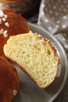 Brioche au sucre by Cyril Lignac - - Nutella Recipes, Donut Recipes, Gourmet Recipes, Sweet Recipes, Gourmet Foods, Croissants, Coffee Sponge Cake, Chefs, Rock Crock Recipes