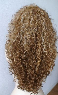 Dirty blonde Ombre color with dark roots Style: Heavy curly hairstyle Overall length: 24 Chest length Cap size: 22 in circumference, Can be adjust to 21.5 - 22.5